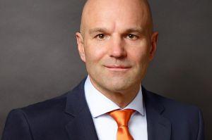 Krystian Pracz sitzt Vorstand der DRF Luftrettung vor
