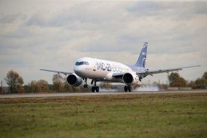 MC-21 fliegt nach Moskau ein