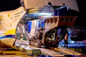 Antonov An-124 holt am Stuttgart Airport schwere Brecher