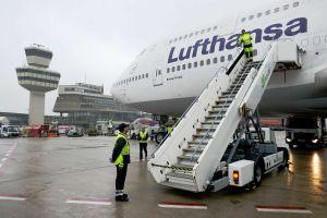 Jumbo der Lufthansa landet weiter in Berlin