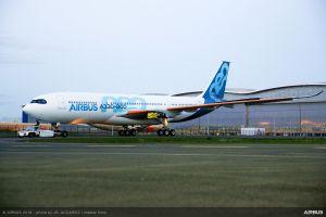 A330-800: Neuester Airbus verlässt Lackierhalle