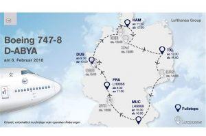 Lufthansa-Jumbo fliegt neues Logo im Lowpass