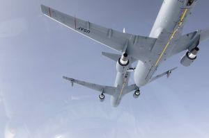 Luft- zu Luftbetankung unter zwei KC-46