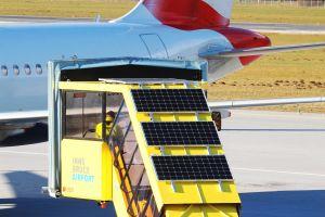 Fluggasttreppe macht ihren eigenen Strom