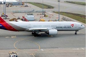 B777 der Asiana Airlines mit Komponenten von LHT