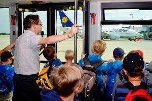 Luftfahrt in Dresden erleben: Flughafen macht Familientag