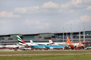 Hamburg: Flüge über Innenstadt, Piste 05/23 gesperrt