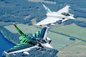 Eurofighter der Luftwaffe fliegen Tiger Meet Award ein