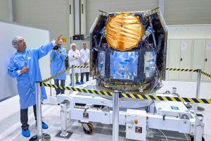 ESA-Chef Wörner bei Cheops und Ruag Space