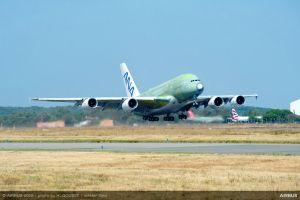 ANAs erste A380 im Jungfernflug nach Hamburg