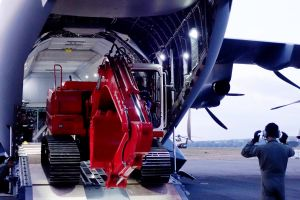 A400M der RMAF bringt Bagger nach Palu