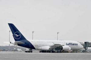Lufthansa heißt ersten A380 im neuen Design willkommen
