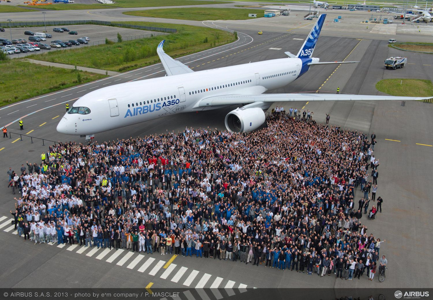 Bemalung des ersten Airbus A350 XWB in Toulouse ...