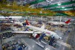 Boeing liefert ersten 787-Dreamliner bei gesteigerter Produktionsrate