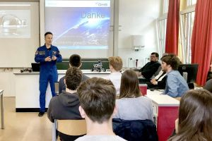 Astronaut Matthias Maurer macht Schulunterricht