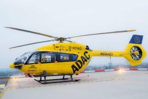 ADAC Rettungshubschrauber fliegt bis in die Nacht