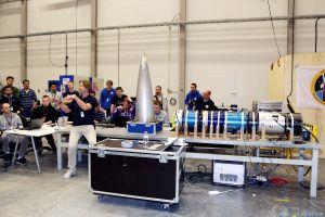 Studenten zur Forschung mit Raketen und Ballons