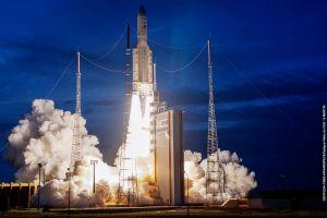 Ariane 5 startet T-16 und Eutelsat 7C im Doppelpack