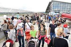 Flughafen Stuttgart feiert ganzes Wochenende