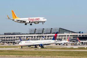 Sonderschichten am Flughafen Stuttgart zur Reisezeit