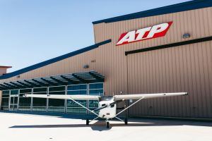 ATP Flight School ordert 100 Cessna Skyhawk