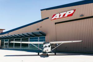 ATP Flight School ordert 100 Cessna Skyhawk