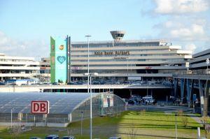 Reisewelle am Köln Bonn Airport unter Vorjahr