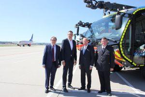 MdL zu Besuch bei Flughafenfeuerwehr Stuttgart