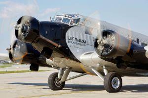 Ju 52 zerlegt und in Deutschland eingelagert