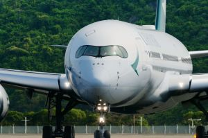 Cathay Pacific verdreifacht Passagier-Offsets