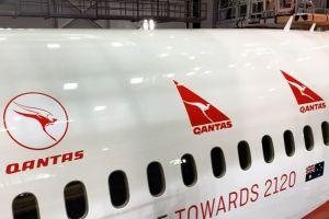 787 Dreamliner mit Sondermotiv zum Qantas-Jubiläum