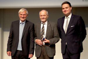 DGLR ehrt Dr. Berndt Feuerbacher