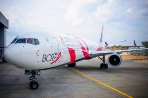 Pink Plane: Delta 767-400ER hilft Forschung der BCRF
