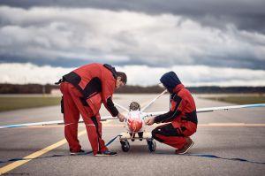 Aeroelastischer Flügel: Demonstrator im Erstflug