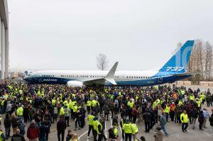 Boeing 737 MAX 10 feiert Debut in Renton