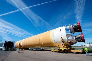 Hauptstufe des Space Launch System geht auf Reisen