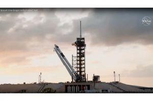 Feuerwerk zu Meilenstein privater, bemannter Raumfahrt