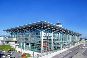2019 am Flughafen Basel-Mulhouse Spiegel der Luftfahrt