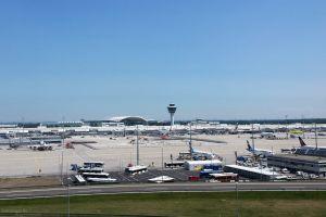 Freude am Flughafen über Condor-Rettung