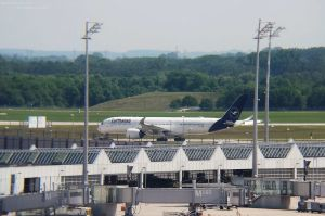 Lufthansa streicht Flüge, Langstreckenjets am Boden