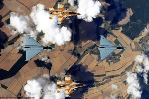 Bundeswehr Eurofighter und F-16 Israels über Deutschland