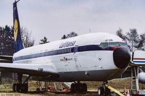 Ausschlachtung der Boeing 707-430 am Hamburg Airport