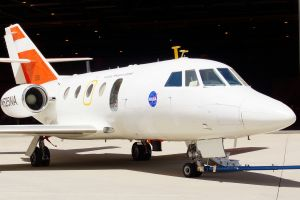 Flug im Abgasstrahl: Falcon misst Emissionen und Wirbelschleppen