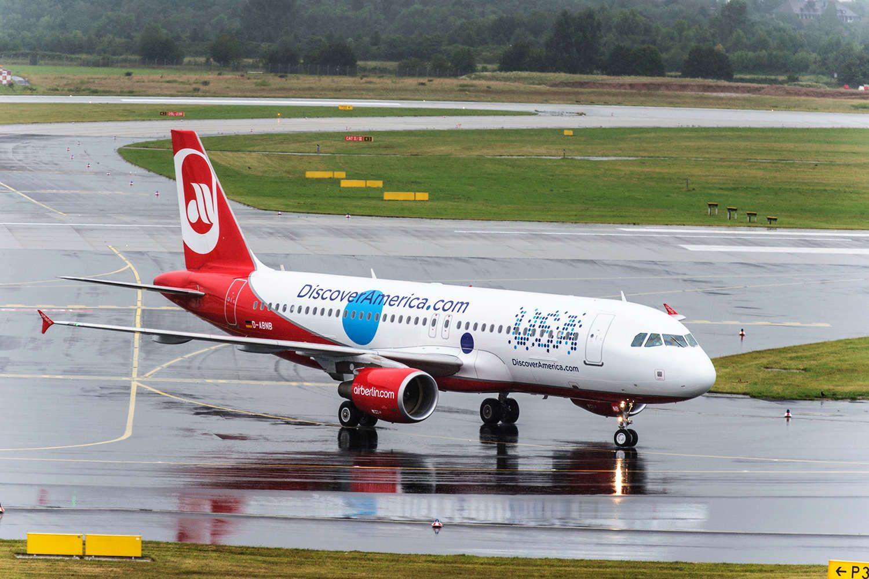 Airbus A320 in Sonderlackierung von airberlin und Brand USA