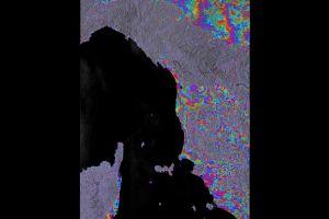 Radar-Interferometrie von Sentinel-1 zeigt Topographie der Erde in Farbe
