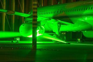 Laser und Mikrofone sammeln Daten zum Triebwerkslärm von Flugzeugen