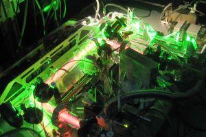 PK-4-Labor in der Schwerelosigkeit lässt Plasmakristalle entstehen