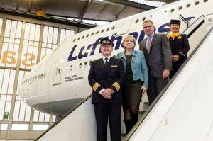 """Flugzeugtaufe der Lufthansa-Boeing 747-8 auf  """"Nordrhein-Westfalen"""""""