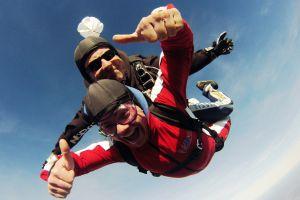 Nervenkitzel Tandemsprung guter Zweck über Breitscheid