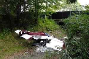Höhenverlust bei Umkehrkurve: Ultraleichtflugzeug trifft Baum